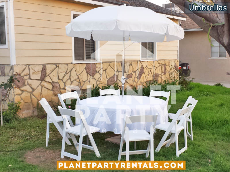 "White Patio Umbrella with Crank Lift and 60"" Round Table with White wooden Chairs"