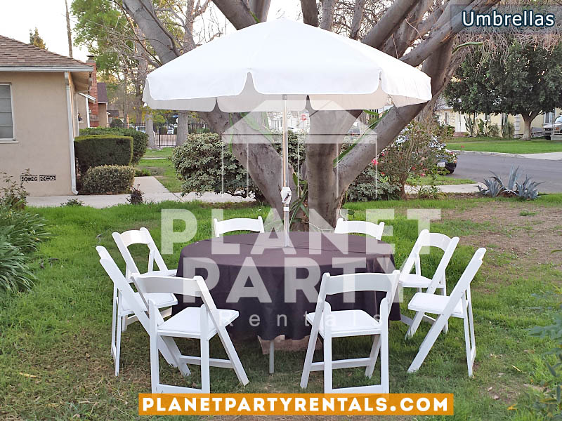 "White Patio Umbrella with Crank Lift and 60"" Round Table / black tablecloth with White wooden Chairs"
