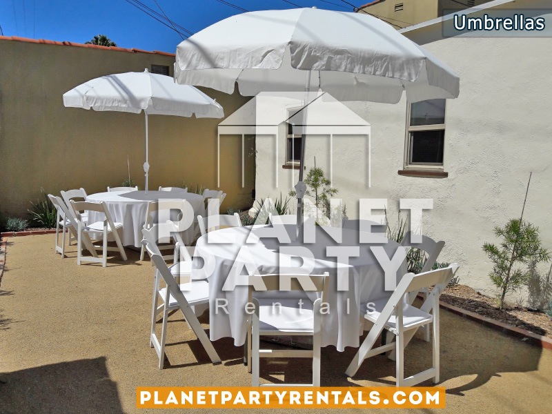 Round Tables with White Umbrellas and White Tablecloths White Wooden Chair