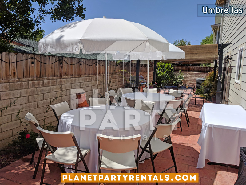 7ft Wide Umbrella with Round Table (White Tablecloth) and Plastic Chairs