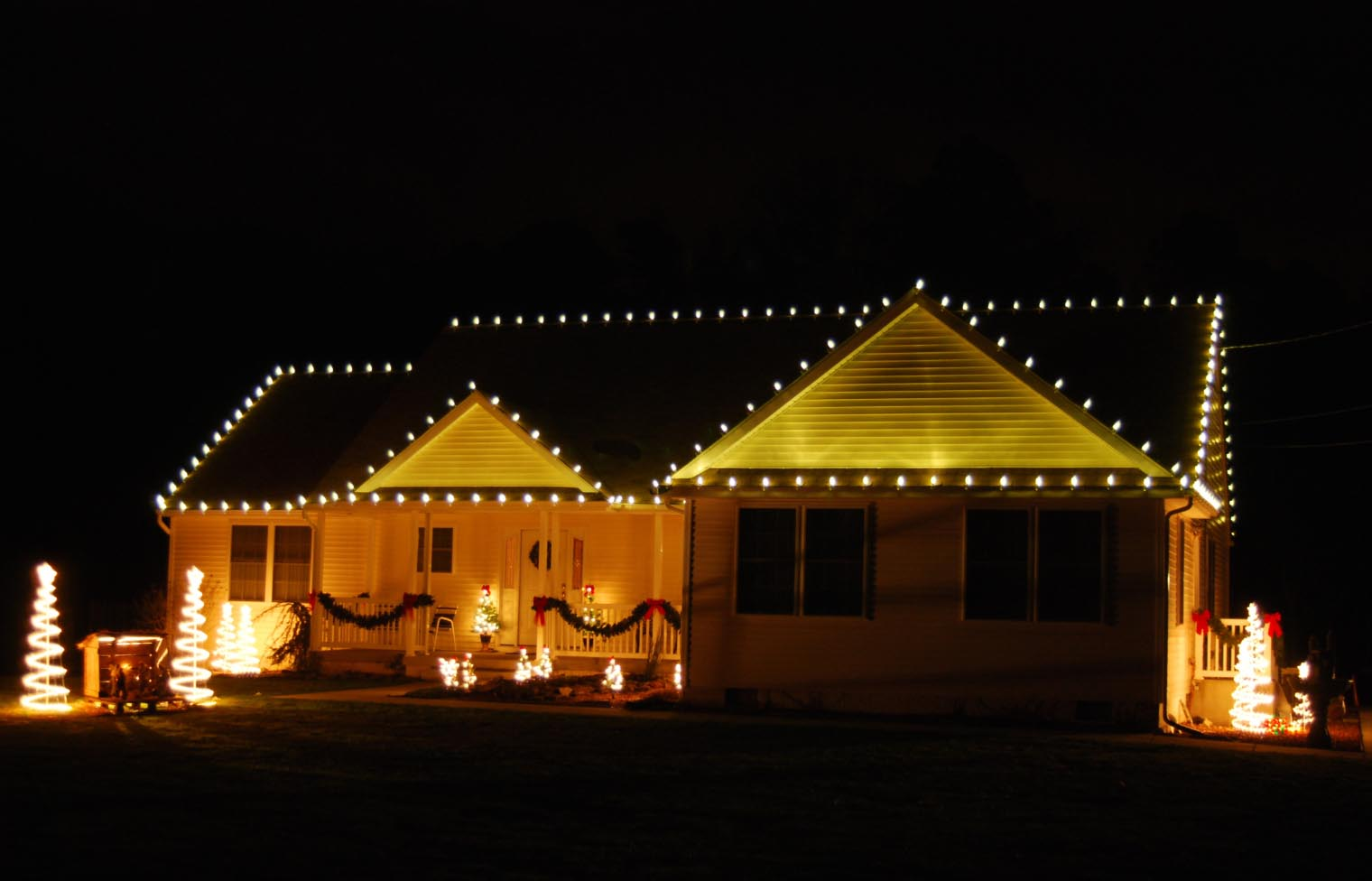 Holiday Lighting and Decor - San Fernando Valley